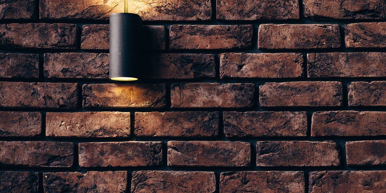 Tijolo cerâmico ou bloco de concreto? Vantagens e desvantagens.